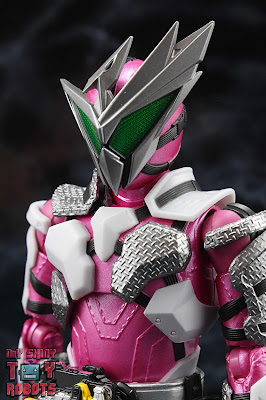 S.H. Figuarts Kamen Rider Jin Flying Falcon 01