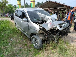 KA Tabrak Toyota Avanza di Kisaran