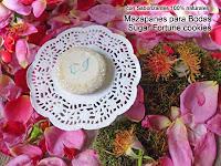 venta de recuerdos para boda con monograma de iniciales en mazapanes macarons chocolates mym de venta en guatemala