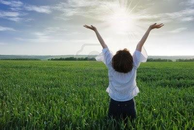 mâini ridicate spre cer - imagine preluată de pe google images