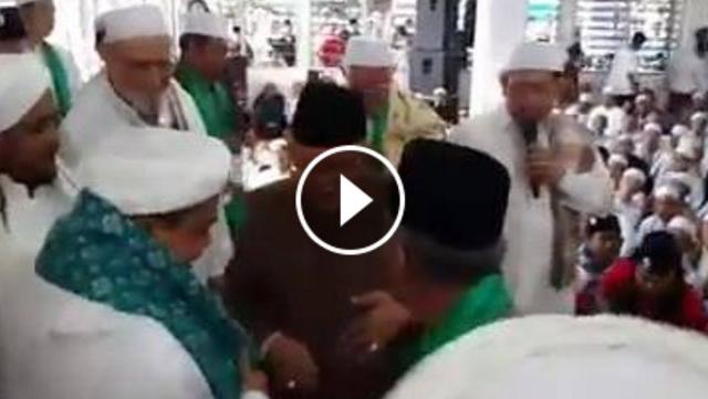 VIDEO: Habib Rizieq Dibaiat Sesepuh NU Jadi Imam Besar Umat Islam Indonesia, Suara Takbir Pun Menggema