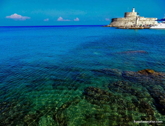 Forte de Ágios Nikolaos (São Nicolau), no Porto de Mandráki, Ilha de Rodes, Grécia