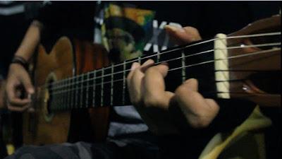 Cara Belajar Fingerstyle Gitar mudah untuk pemula