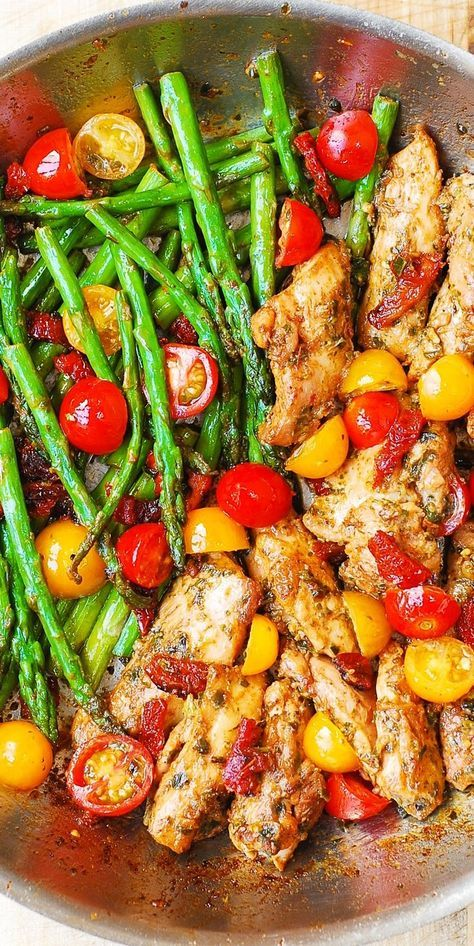 ONE-PAN PESTO CHICKEN AND VEGGIES #recipes #dinnerrecipes #easydinnerrecipes #healthyrecipes #easyhealthyrecipes #easyhealthydinnerrecipes #food #foodporn #healthy #yummy #instafood #foodie #delicious #dinner #breakfast #dessert #yum #lunch #vegan #cake #eatclean #homemade #diet #healthyfood #cleaneating #foodstagram