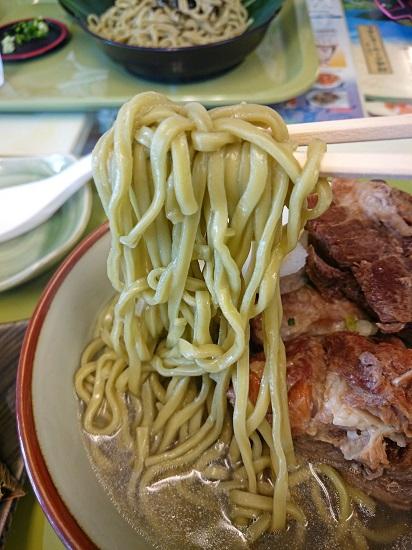 月桃ソーキそば(大)の麺の写真