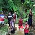 Kegiatan Gotong Royong Membersihkan Anak Sungai di Desa Baraoi