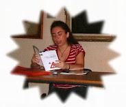 Silvana legge ad una presentazione