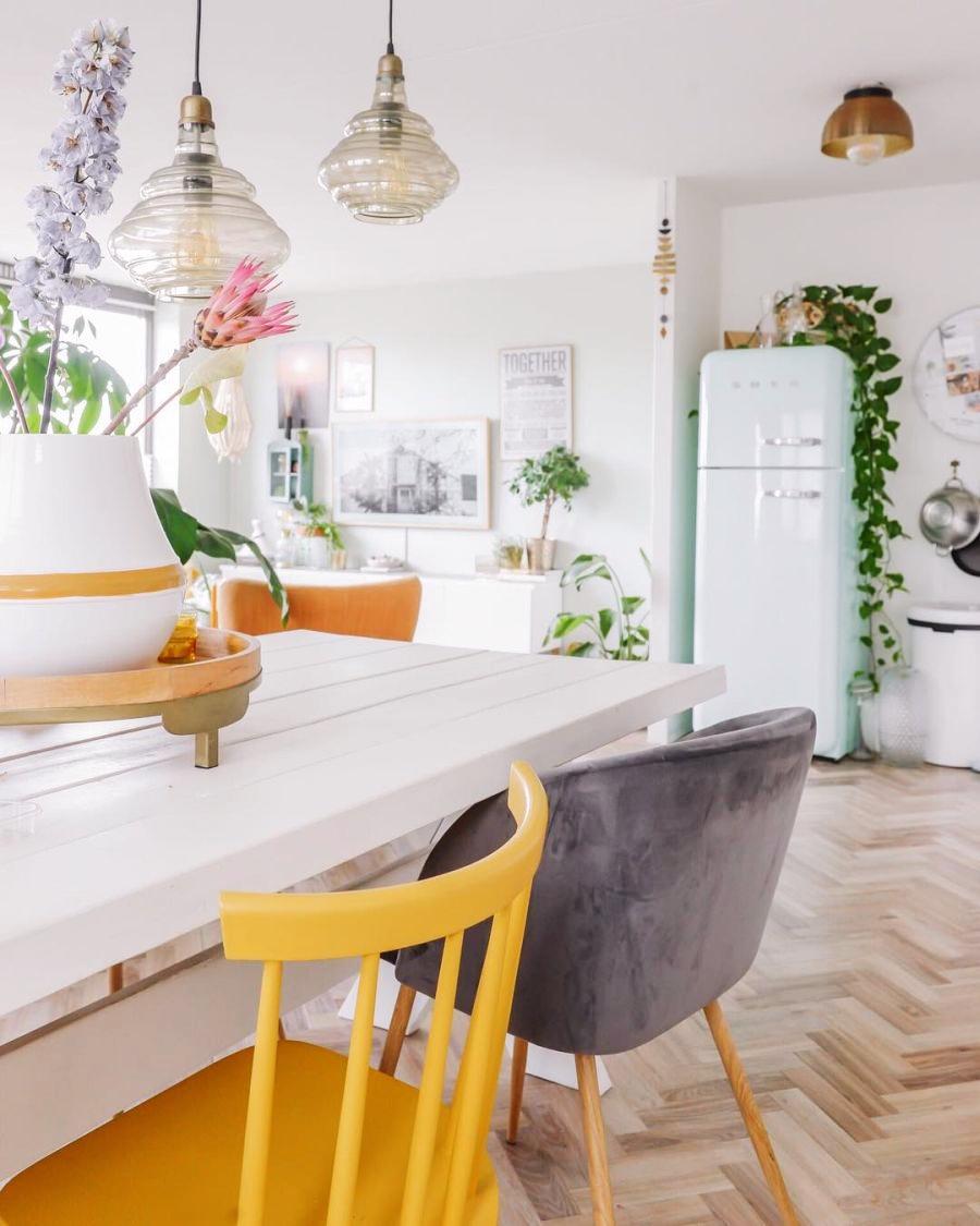 Skandynawski apartament z arabskimi akcentami, wystrój wnętrz, wnętrza, urządzanie domu, dekoracje wnętrz, aranżacja wnętrz, inspiracje wnętrz,interior design , dom i wnętrze, aranżacja mieszkania, modne wnętrza, styl skandynawski, scandinavian style, salon, living room, pokój dzienny, jadalnia, kuchnia, otwarta przestrzeń