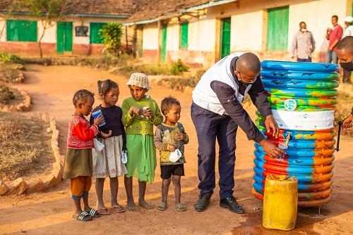 """مبادرة """"20 في 2020"""" تساهم في تحسين جودة المياه ضمن المجتمعات الريفية بمدغشقر"""