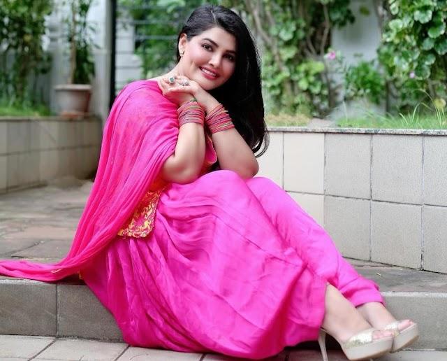 Khushi Gadhvi (पंजाबी एक्ट्रेस और मॉडल ) क्यूट फोटो – इमेज – पिक्चर्स & HD वॉलपेपर