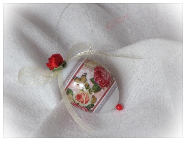 pääsiäismuna kutistemuovi ruusu punainen