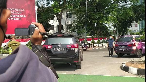 Langgar Gage-Diputar Balik, Pria Pakai Mobil Pelat RFW: Saya Pejabat Publik
