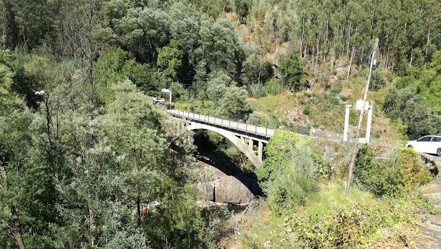 Ponte sobre o Rio Cávado que separa os concelhos de Amares e Vieira do Minho