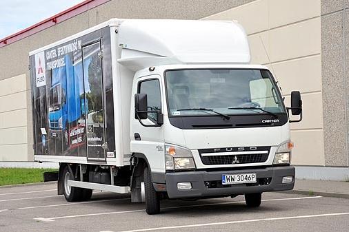 gambar truk mitsubishi fuso canter terbaru