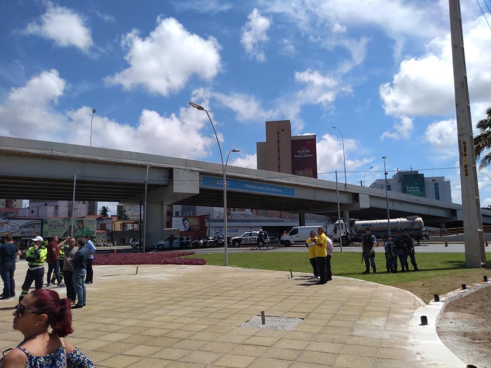 b663dae38 As pessoas têm uma forma de denunciar calçadas e vias públicas inacessíveis  de Fortaleza. Foi criada a página