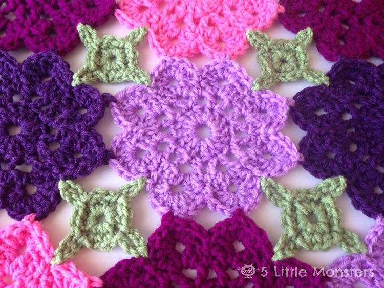 5 Little Monsters: Kennedy\'s Flower Garden Blanket