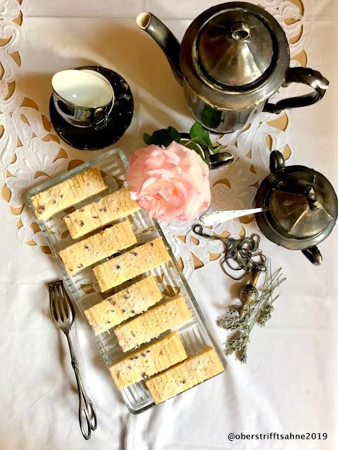 Tea Time Shortbread mit Lavendel und Rosenwasser