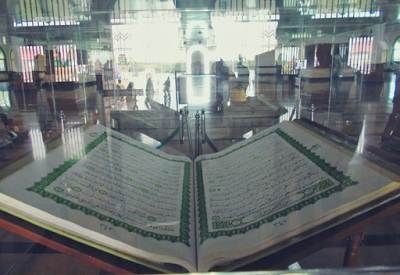 Al Quran Terbesar di Dunia Yang Ada di Indonesia
