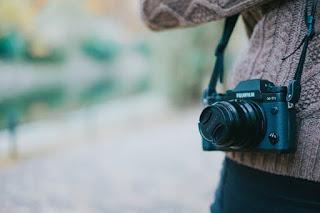 Senjata yang wajib dibawa travel blogger atau vlogger
