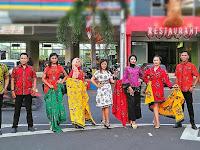 Peringati Hari Batik, Duta Wisata Pati Gelar Fashion Show di Jalanan