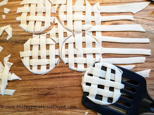 Apple pie lattice design, woven pie crust, apple pie with criss cross top, pillsbury pie crust lattice