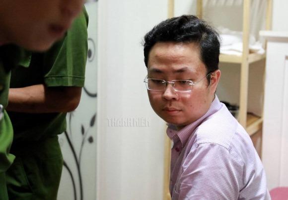 Xông vào nhà bắt trẻ nhỏ: Cận cảnh khám nhà bị can Lâm Hoàng Tùng 5
