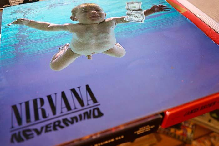 Edición en vinilo de Nevermind original de 1992 colombiana editada por BMG Ariola de Colombia, propiedad de Julián Franco exibida en 4Works Studio.