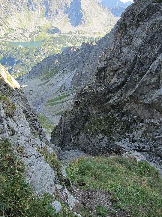 Żleb schodzący z Granackiej Przełęczy do Buczynowej Dolinki.