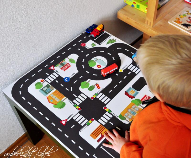 Ikea Hacker Upcycling Spieltisch Spielfolie Spielzeugstrassen