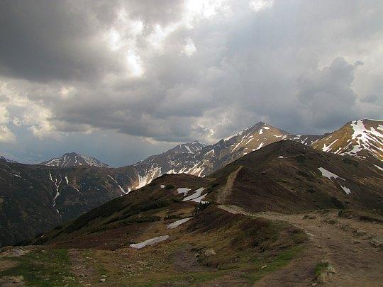 Panorama z Trzydniowiańskiego Wierchu na południowy wschód.