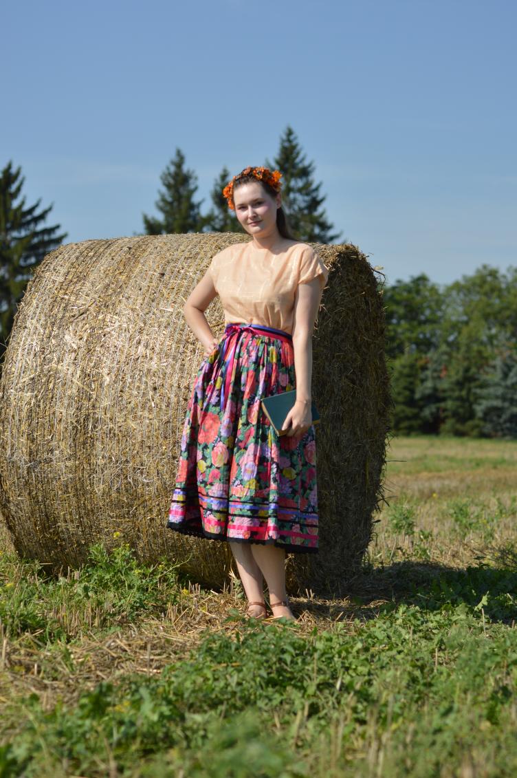 hay bales summer, jajcica vintage shop, vintage outit, georgiana quaint