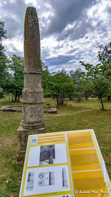 Obelisco de Apolo - Apolonia de Iliria, Albania por El Guisante Verde Project