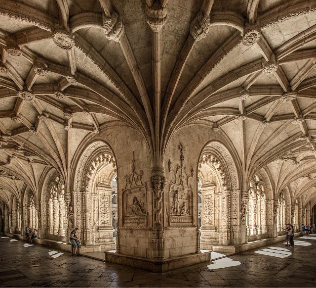 Claustro Bajo del Monasterio de los Jerónimos :: Canon EOS5D MkIII | ISO200 | Canon 17-40@17mm | f/5.6 | 1/100s