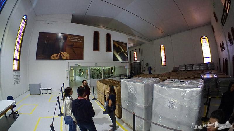 Visitando o interior para conhecer o processo de elaboração dos vinhos na Casa Valduga.