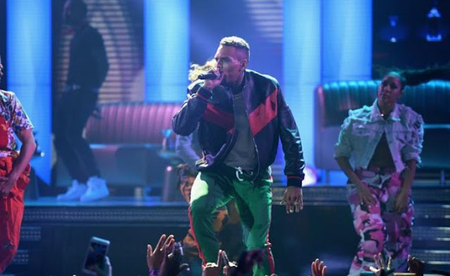 chris-brown-shows-off-ridiculous-amount-of-wealth
