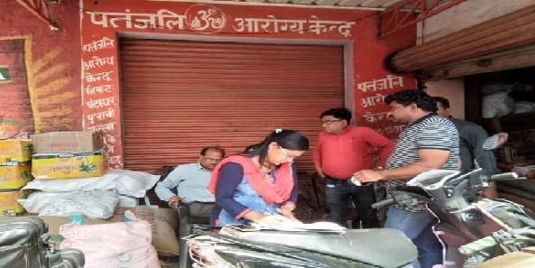 Khaady-vibhag-ki-team-ne-chaapa-maarkar-liye-namune