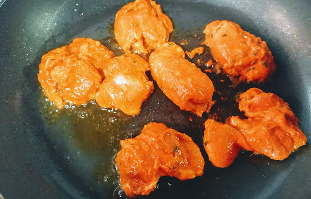 Cooking chicken pieces on Non stick pan or tawa for chicken Tikka