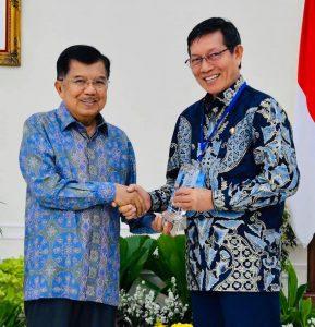 PANADA Masuk Top Inovasi Pelayanan Publik. Walikota Vicky Lumentut Terima Penghargaan Langsung Dari Wapres Jusuf Kalla