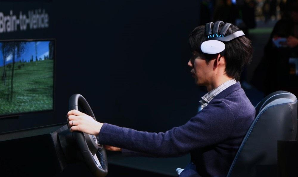 Trợ lý ảo trên ô tô theo dõi sức khỏe người dùng