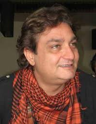 Vinay Pathak Biography Profile Family Wife Son Daughter Father Mother Age Height Marriage Photos