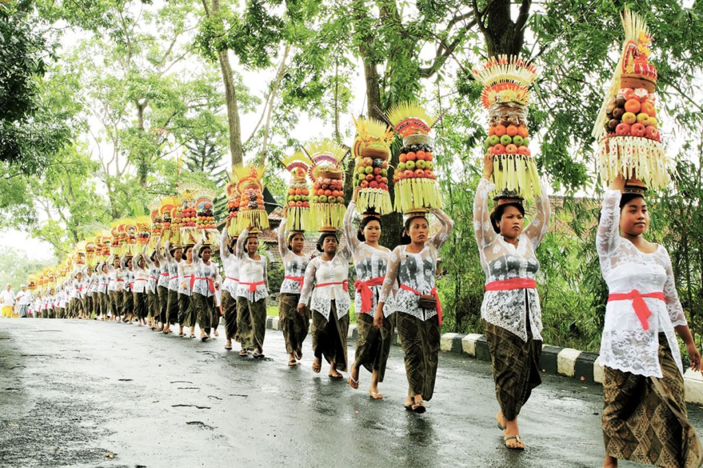 Tradisi dan Budaya Bali Mepeed
