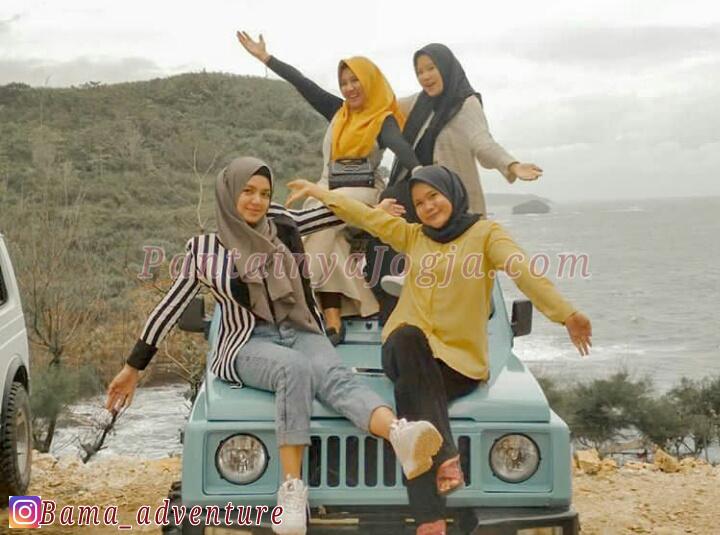 jeep pantai timang