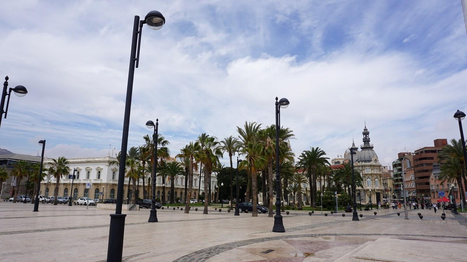 Plaza de los Héroes de Cavite, atrakcje Hiszpanii, hiszpańskie miasta, Pani Dorcia, prowincja Murcja,  Costa Calida