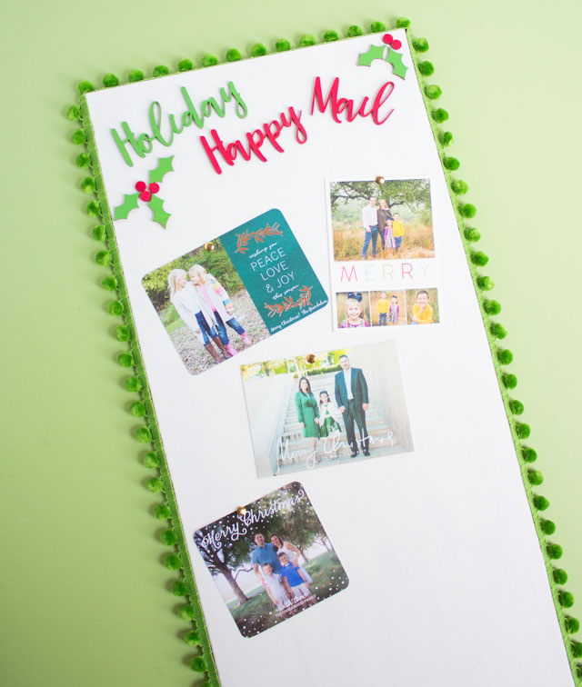Create a holiday card display with a cork board! #holidaycarddisplay #christmascarddisplay #christmascardholder #cardholder #carddisplay #craftcuts