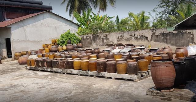 Hủ chứa nước tương chùa Phước Huệ Sa Đéc