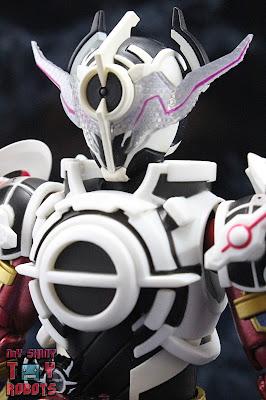 S.H. Figuarts Kamen Rider Evol Black Hole Form (Phase 4) 01