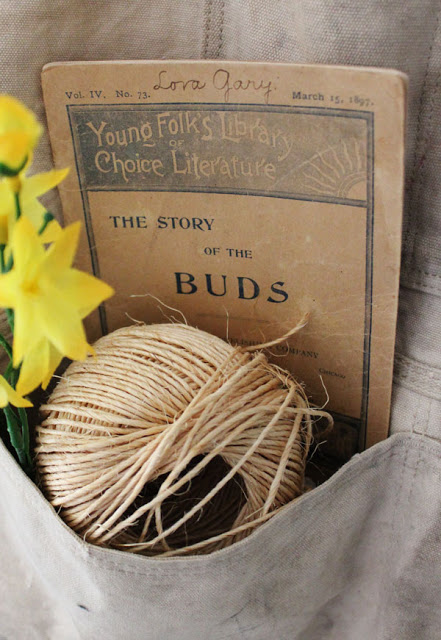 A Simple Spring Vignette Decorating With Books From Itsy Bits And Pieces Blog