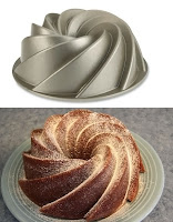 Spiral şekilli kek kalıbı ve bu kalıpta pişirilmiş bir kek görüntüsü