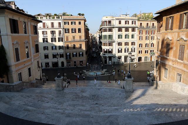 Piazza di Spagna,Rome, Voyage, Tridente, Trinité-des-Monts, blog, paysage, Barcaccia, fontaine, Roma, piazza, place, palmier, piazza del popolo, vlog, roadtrip, italie