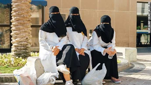 Ban on wearing transparent, tight outfits, hats, chains and Make up for Hospital Workers - Saudi-Expatriates.com